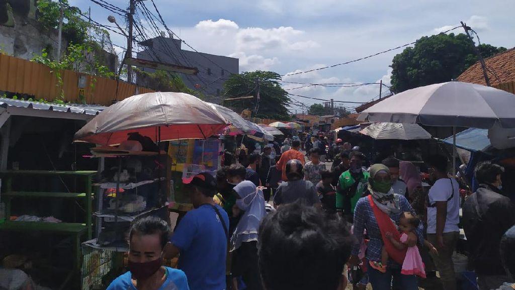 Penampakan Warga Padati Pasar Hewan Jatinegara