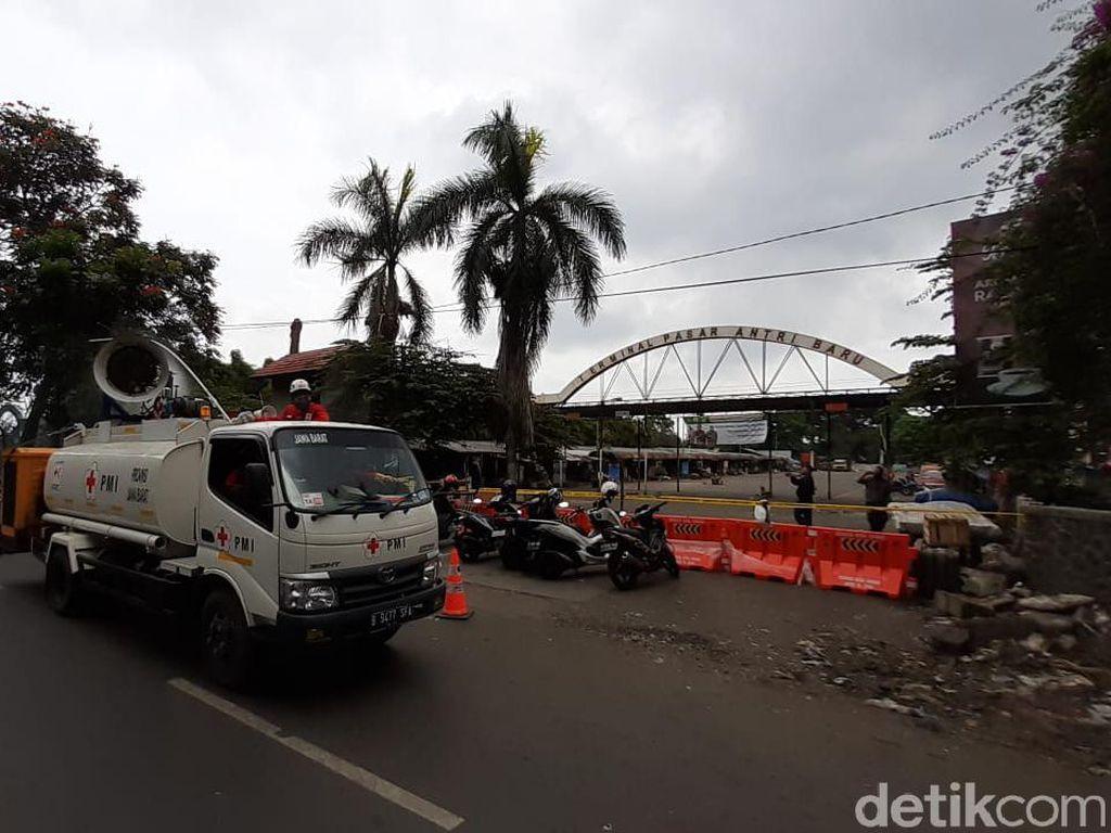 Cegah Corona, Pemkot Semprotkan Disinfektan di Area Pasar Antri Cimahi