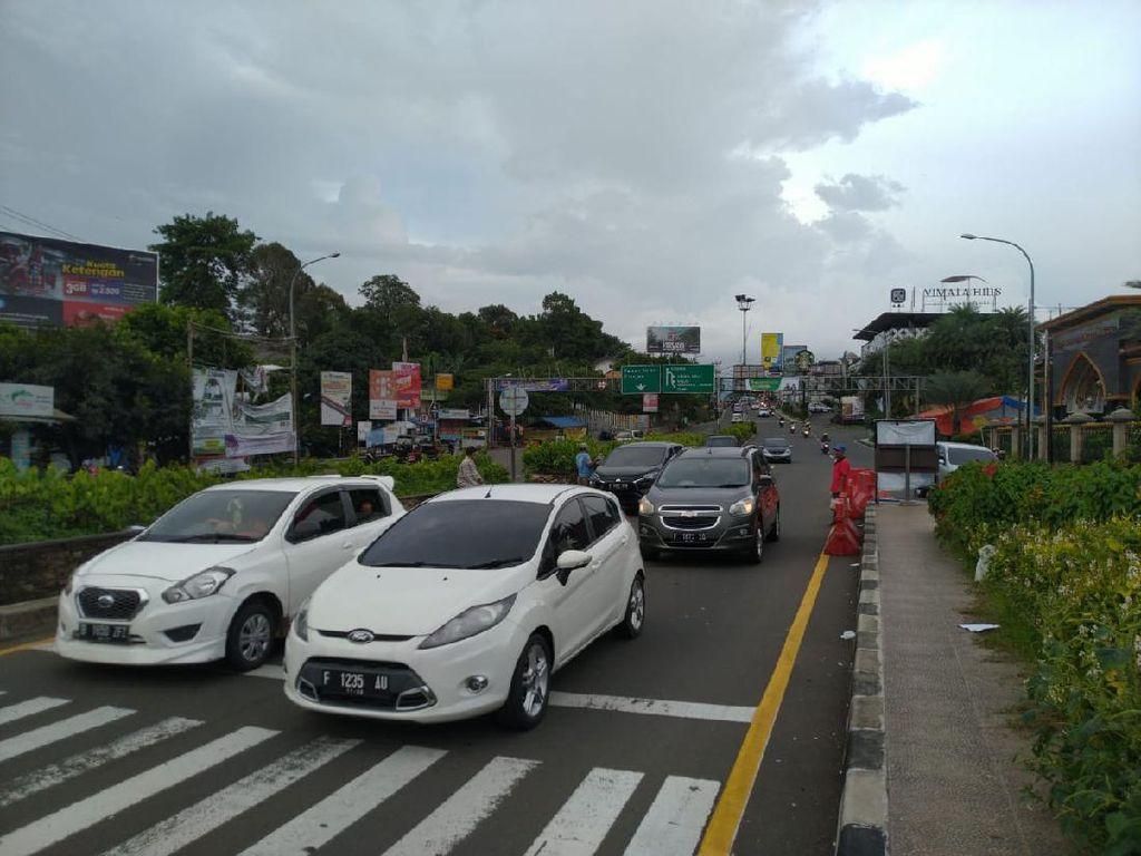 Banyak Orang Jakarta Jalan-jalan ke Puncak, Polisi Sempat Berlakukan One Way