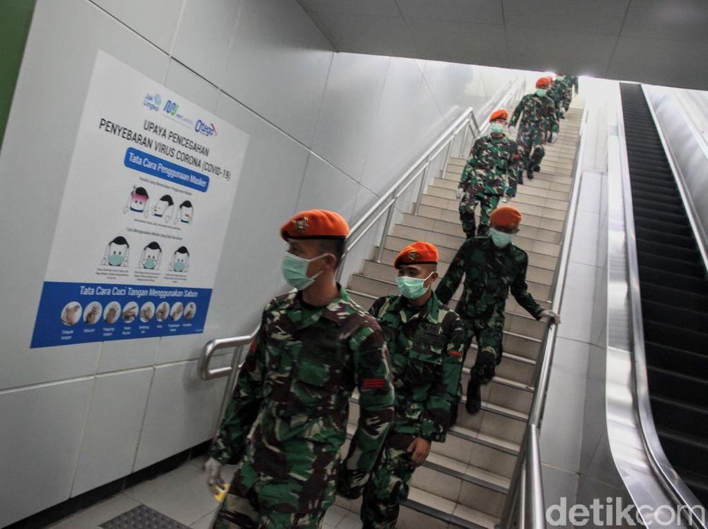 Setujukan Anda TNI-Polri Berpatroli Disiplinkan Warga saat Pandemi?