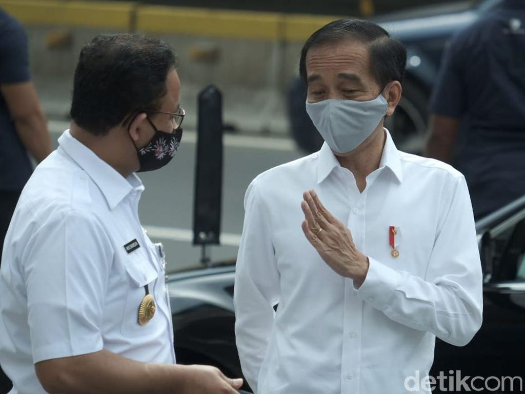 Yang Tak Biasa Kala Anies Baswedan Temani Jokowi Blusukan