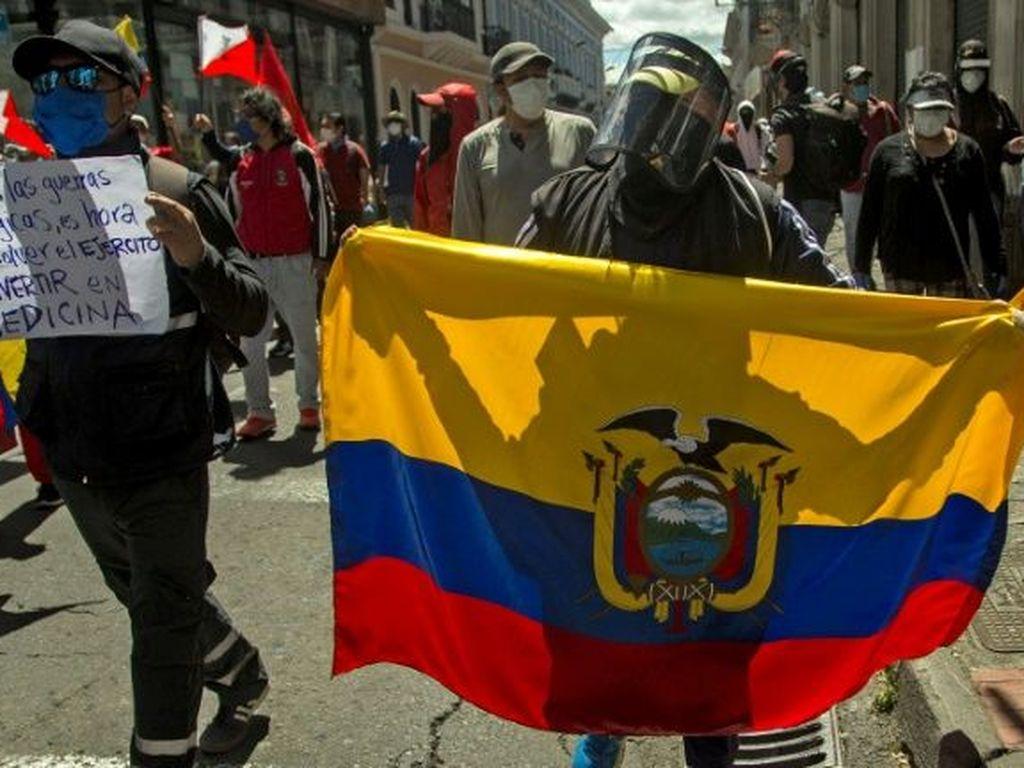 Ribuan Demonstran Ekuador Protes Kebijakan Presiden Terkait Corona
