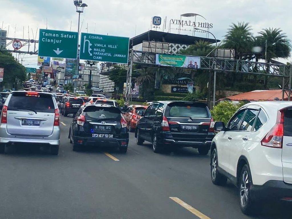 Bupati Bogor Bingung Warga Jakarta Padati Puncak: Kenapa Bisa Lolos?