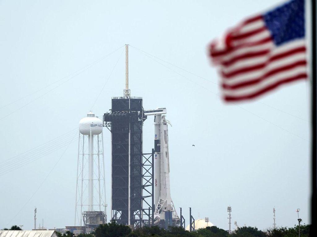 Roket Falcon 9 Siap Meluncur ke Luar Angkasa
