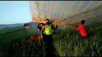Canggih, Polisi Turunkan Balon Udara Pakai Drone