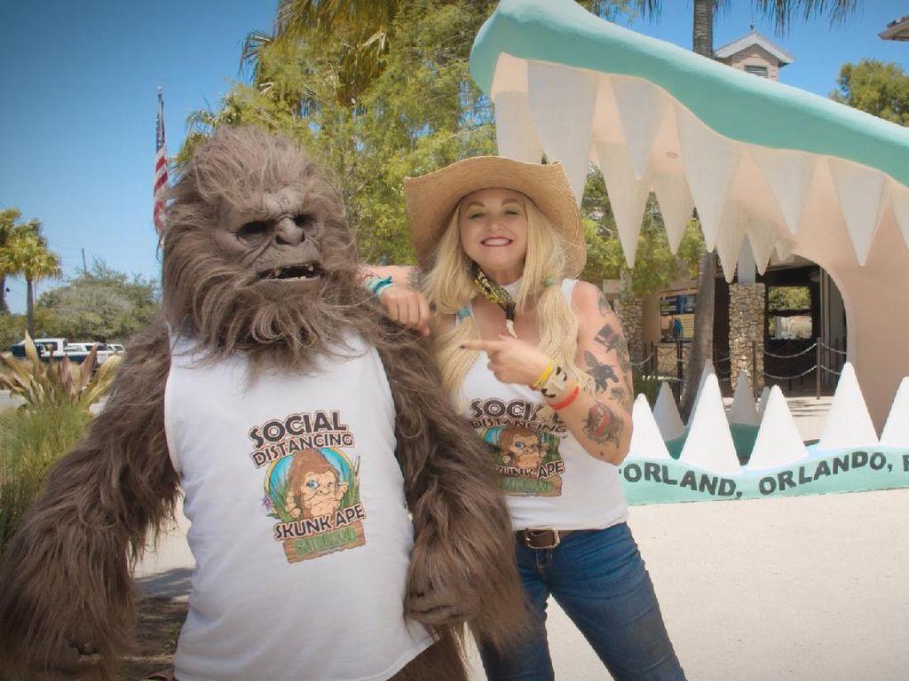 Taman Hiburan Ini Kenalkan Maskot Jaga Jarak Sosial