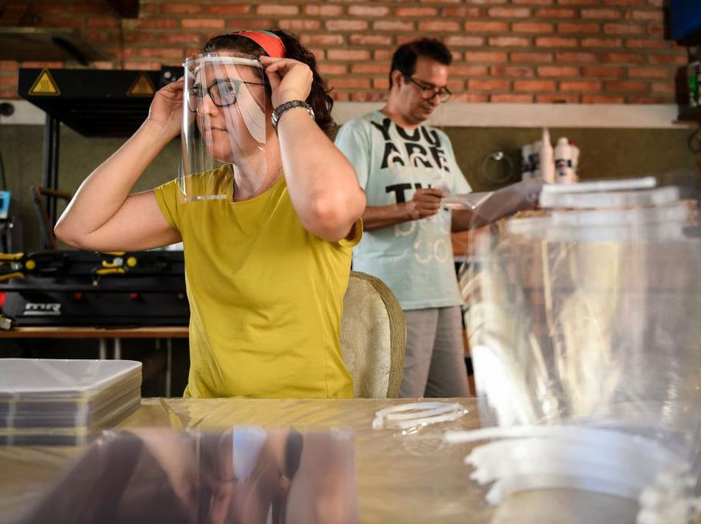 Plus-Minus Masker Kain Vs Face Shield untuk Tangkal Corona
