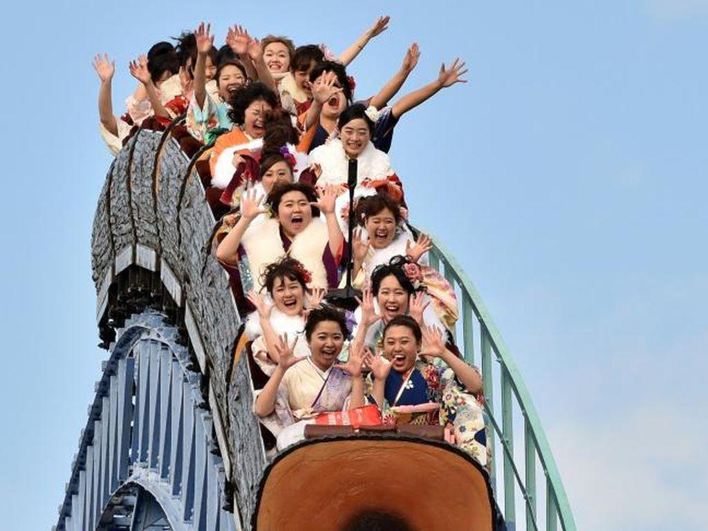 New Normal di Taman Hiburan Jepang: Naik Rollercoaster Dilarang Teriak!