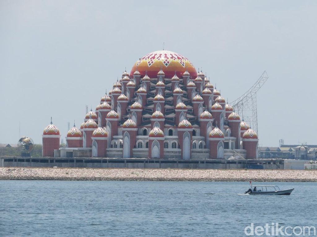 Temuan Audit Konstruksi Masjid 99 Kubah Makassar: Cacat Beton-Atap Bocor