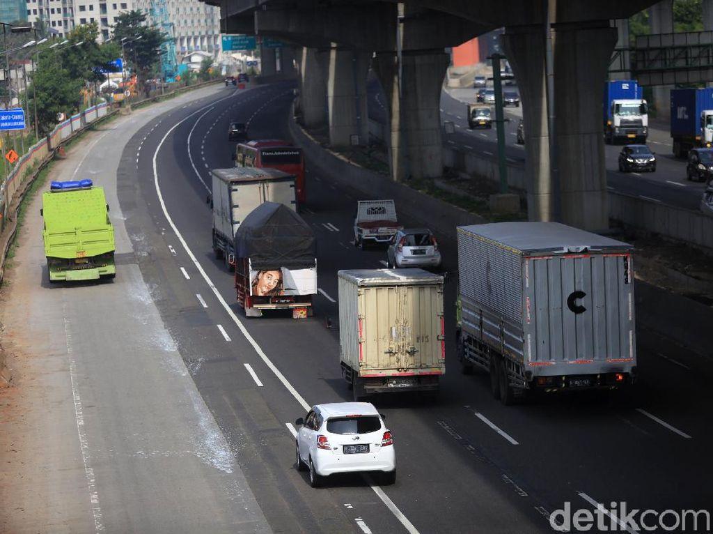 Pengusaha Catat! Aturan Wira-wiri Angkutan Barang Saat Long Weekend