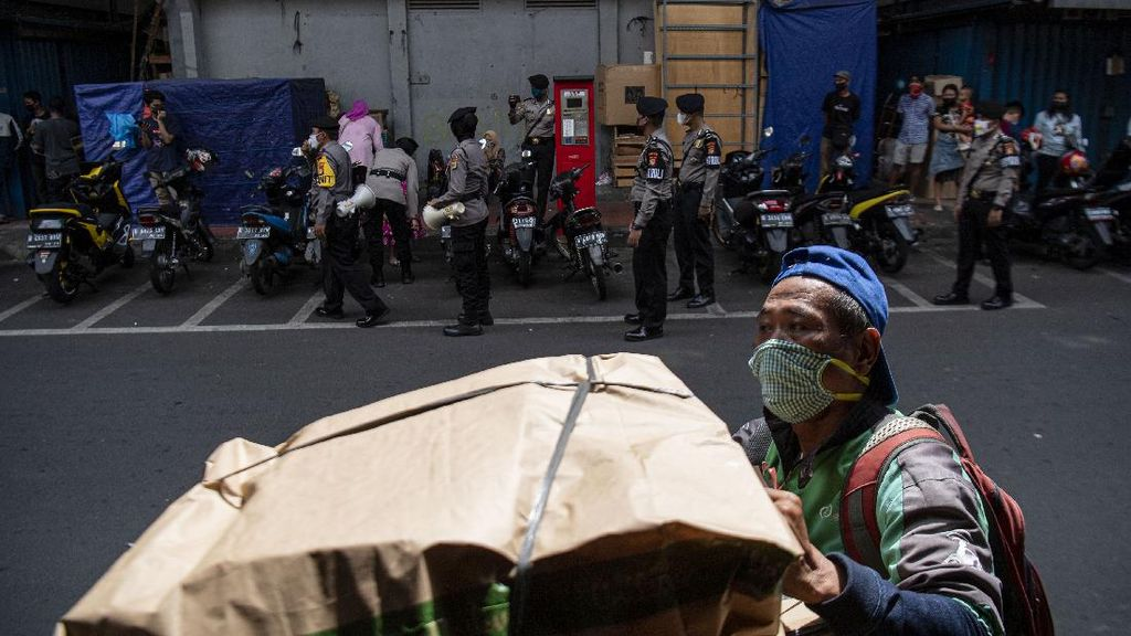 Polisi Gelar Sosialisasi Hadapi New Normal di Jakarta