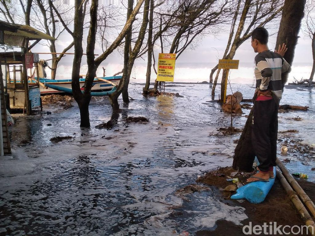 BMKG Minta Warga Pesisir Selatan Jawa-Lampung Waspadai Banjir Rob