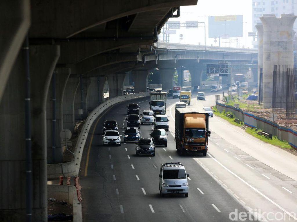 Truk Dilarang Lewat Tol Jelang Libur Panjang, Dialihkan ke Jalur Arteri