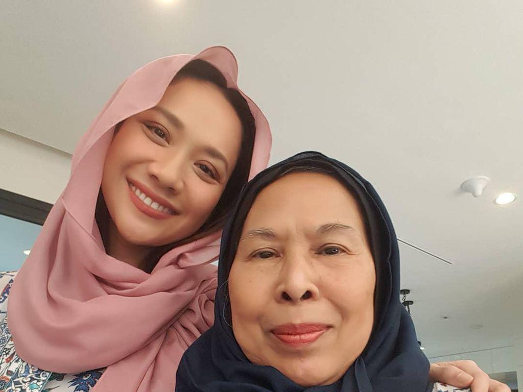 Foto: Penampilan Bunga Citra Lestari Saat Lebaran Pakai Brand Hijab Miliknya