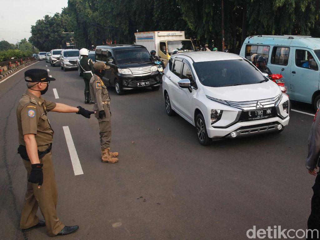 Perkantoran Mulai Buka, Anies Awasi Kendaraan yang Masuk Jakarta