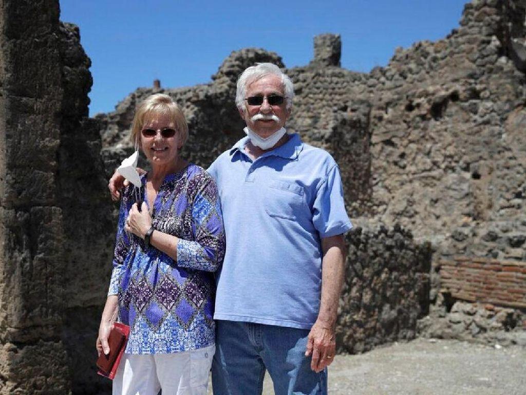 Akhirnya Pasangan Ini Kunjungi Pompeii Setelah Menunggu 2,5 Bulan