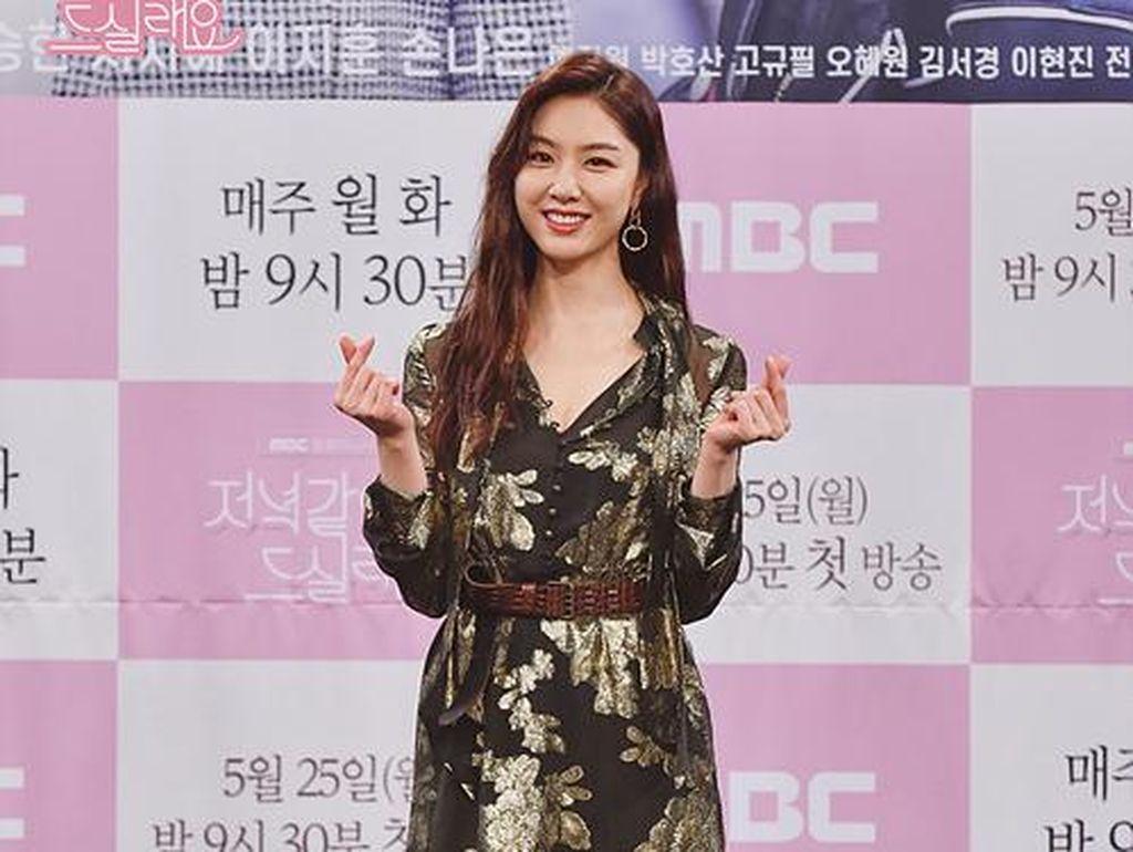Pakai Gaun Rp 48 Juta ke Jumpa Pers Dinner Mate, Seo Ji Hye Jadi Sorotan