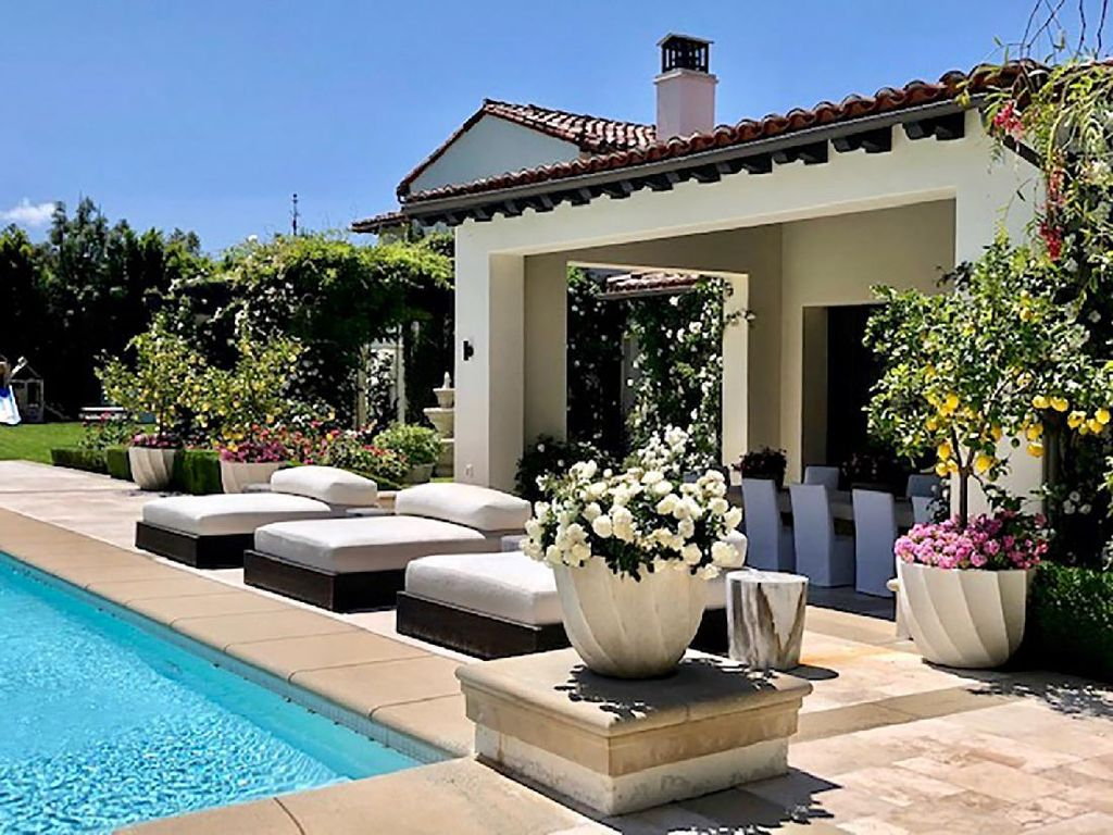 Mengintip Kemewahan Rumah Khloe Kardashian yang Dijual Rp 300 M