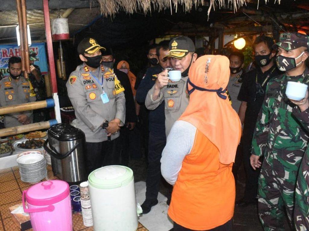 Cek Kampung Tangguh, Kapolda dan Pangdam V Cicipi Masakan di Dapur Umum