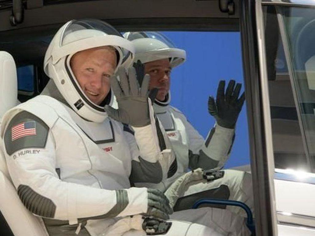 10 Hal Penting Soal Misi Historis SpaceX-NASA yang Tertunda Cuaca Buruk