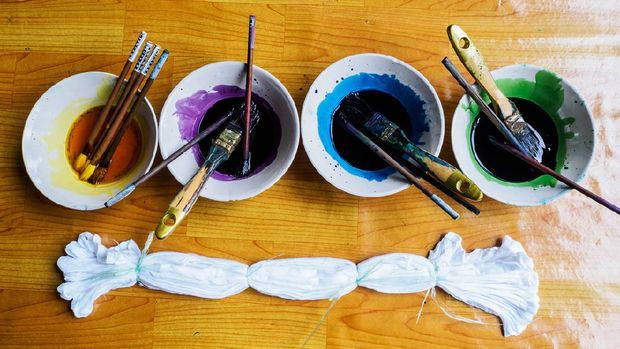 preparing water color palette for tie dye fabric