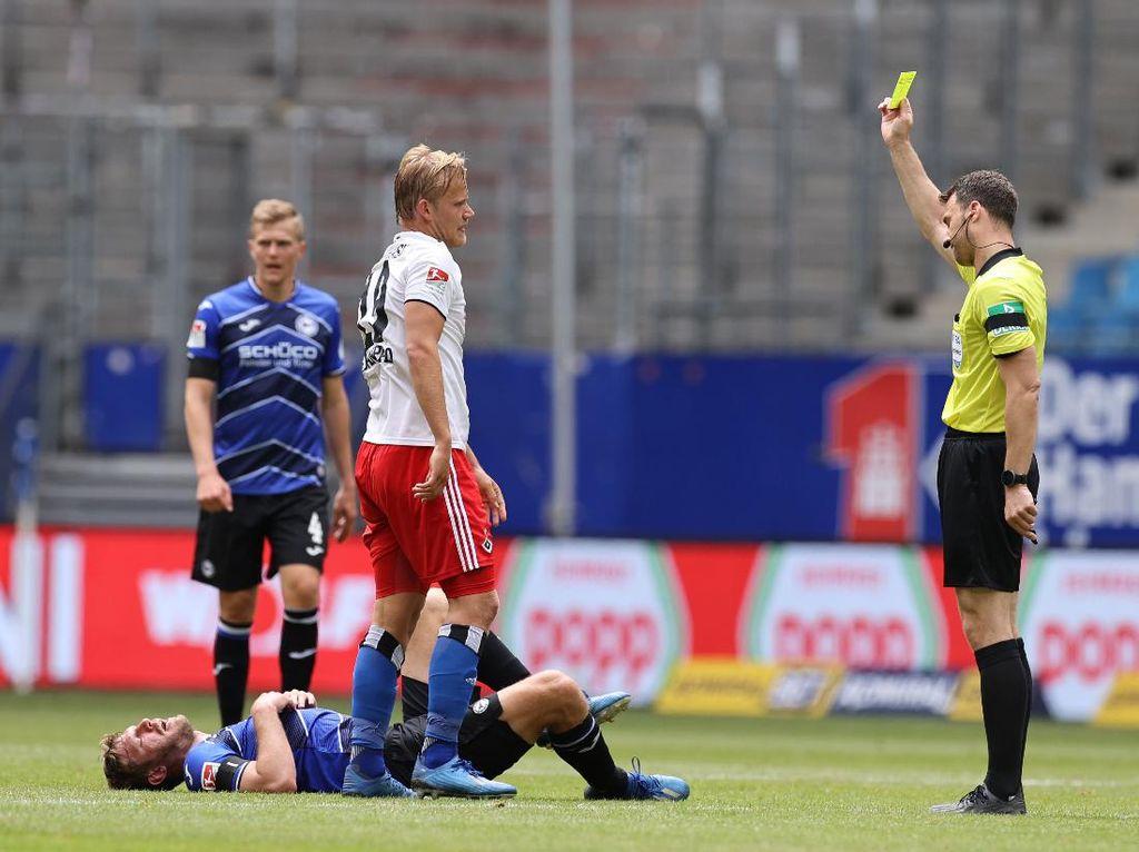 New Normal di Sepakbola: Marah-marah ke Wasit Harus Jarak Jauh
