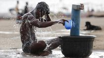 Potret India di Tengah Pandemi, Gelombang Panas-Serbuan Belalang
