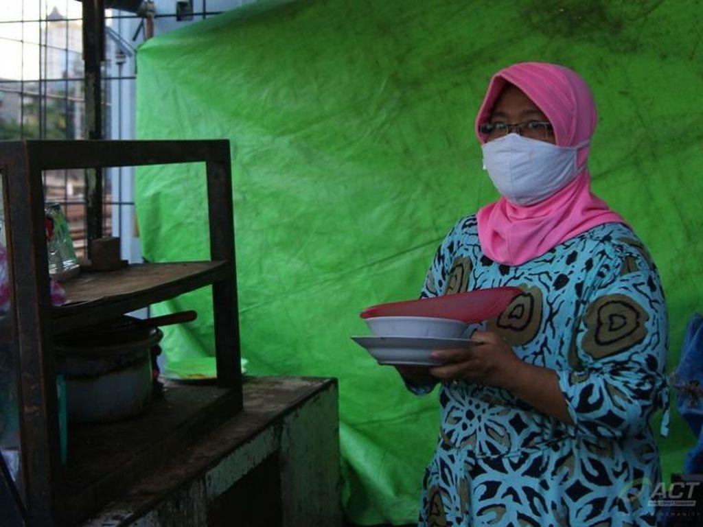 Cerita Eni, Pedagang Kecil Pinggir Rel Dapat Bantuan Modal dari ACT