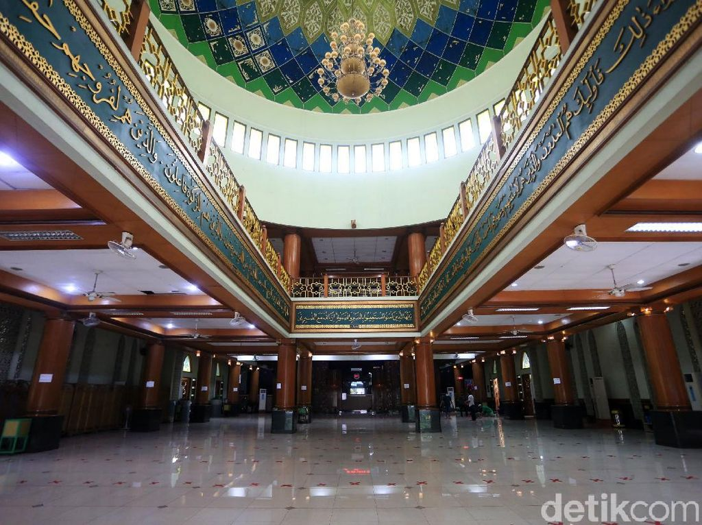 Jelang New Normal, Dewan Masjid Indonesia Keluarkan Protokol Sholat di Masjid