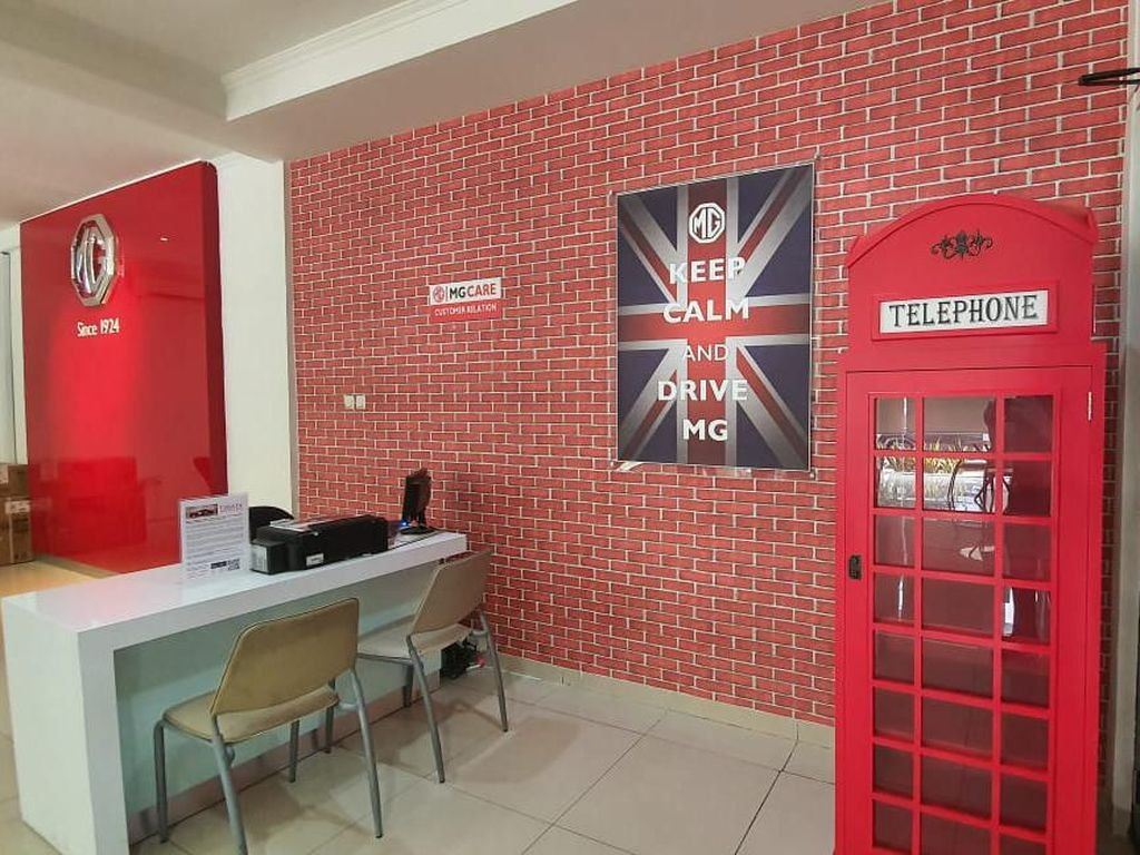 Masuk ke Diler Morris Garage di Indonesia Serasa di London