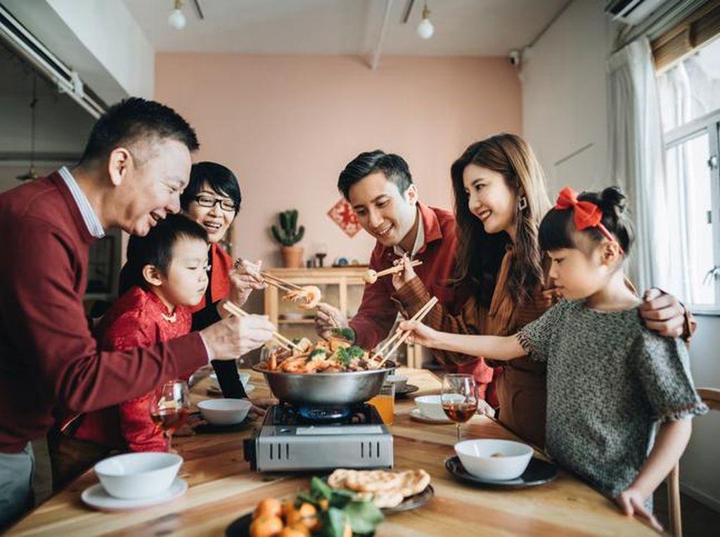 Corona Ancam Hilangnya Budaya Berbagi Makanan Pakai Sumpit di China