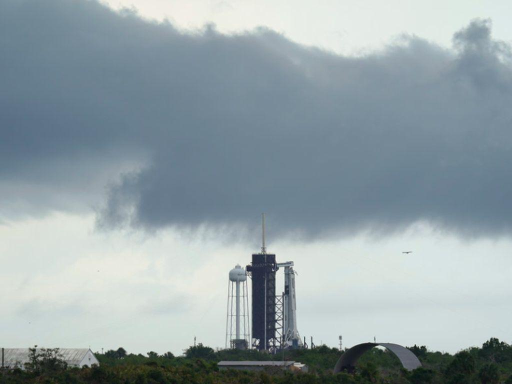 Badai Tunda 2 Astronaut NASA Mengangkasa