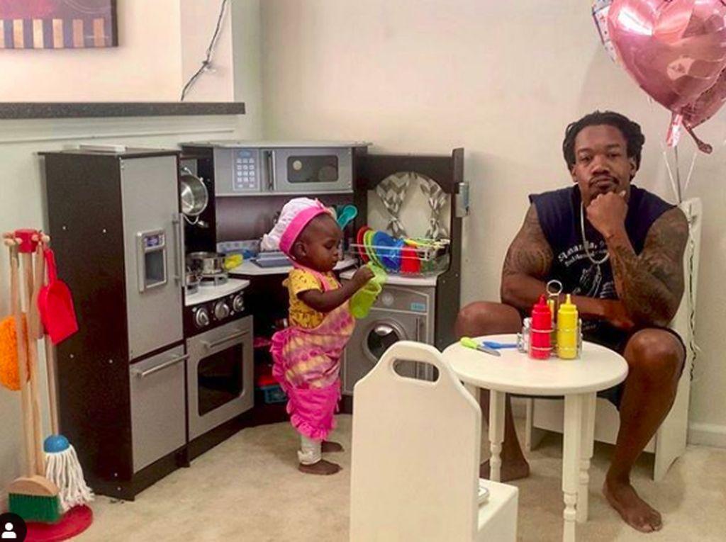 Kocak! Ayah Ulas Restoran Putri Kecilnya dan Viral