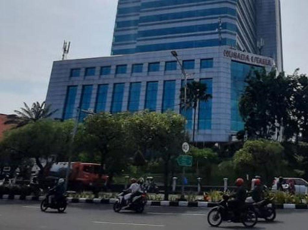 Positif COVID-19 Usai Divaksin, RS di Surabaya Duga 2 Nakes Ini OTG