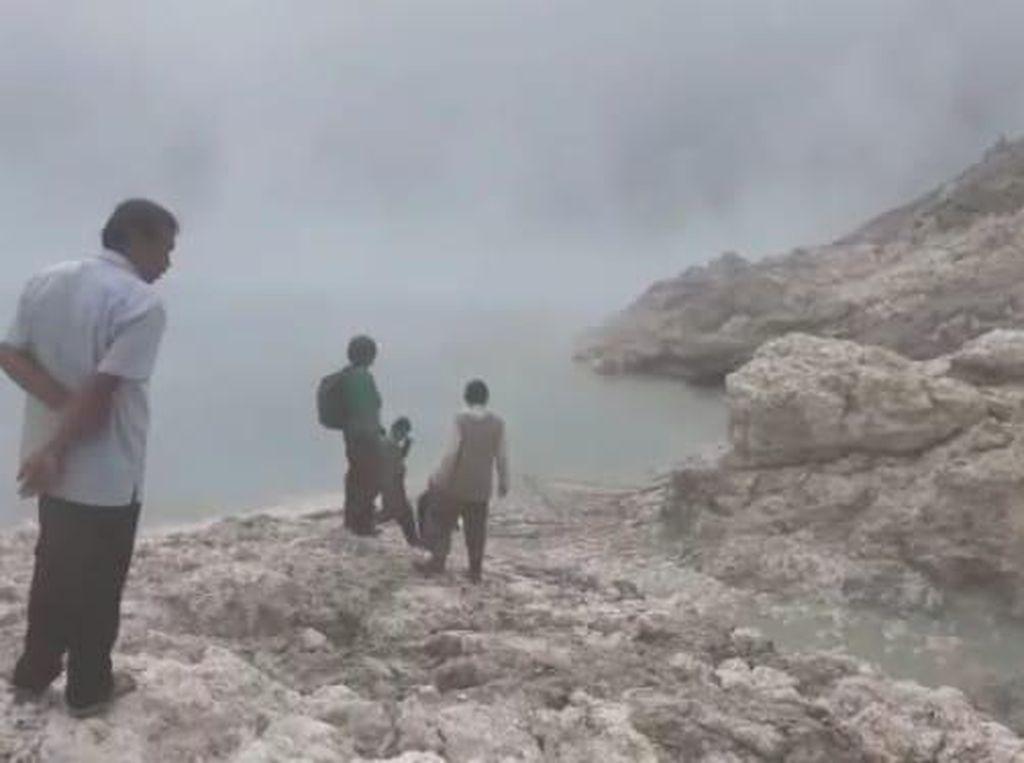 Kronologi Hilangnya Penambang Belerang Saat Ada Gelombang di Danau Kawah Ijen