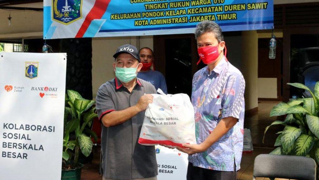 Bantuan Paket Sembako untuk Warga Terdampak COVID-19