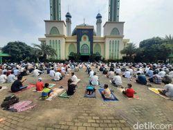Video Masjid Al-Barkah Bekasi Gelar Salat Jumat Hari Ini