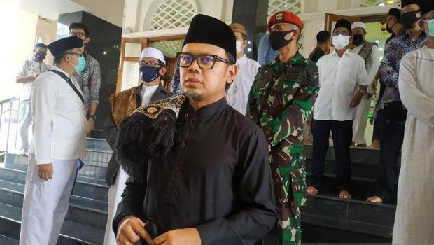 Wali Kota Bogor, Bima Arya usai salat jumat di Masjid