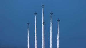 Manuver Akrobatik Jet Tempur Jepang untuk Para Tenaga Medis