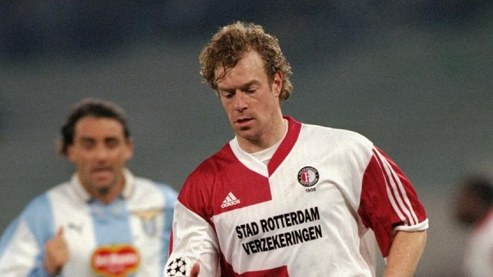 29 Feb 2000:  Bert Konterman of Feyenoord on the ball during the UEFA Champions League group D match against Lazio at the Stadio Olimpico in Rome. Feyenoord won 2-1.  Mandatory Credit: Michael Steele /Allsport