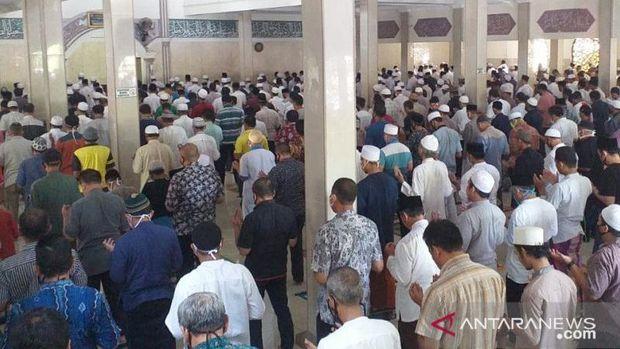 Suasana Shalat Jumat di Masjid Abdurrahman bin Auf di Cibinong Kabupaten Bogor Jawa Barat, Jumat