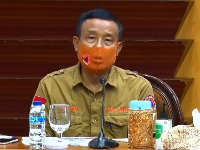 Wali Kota Surabaya Tri Rismaharini marah-marah karena mobil PCR bantuan dari BNPB dibawa ke kota lain. Kini Kalaksa BPBD Jatim, Suban Wahyudiono menjelaskan soal status mobil tes swab tersebut.