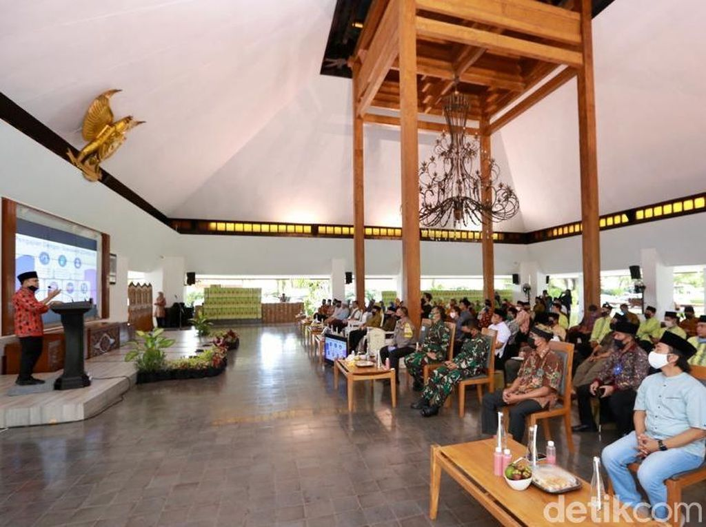 Bupati Anas Bahas New Normal Bersama Ormas Islam di Banyuwangi