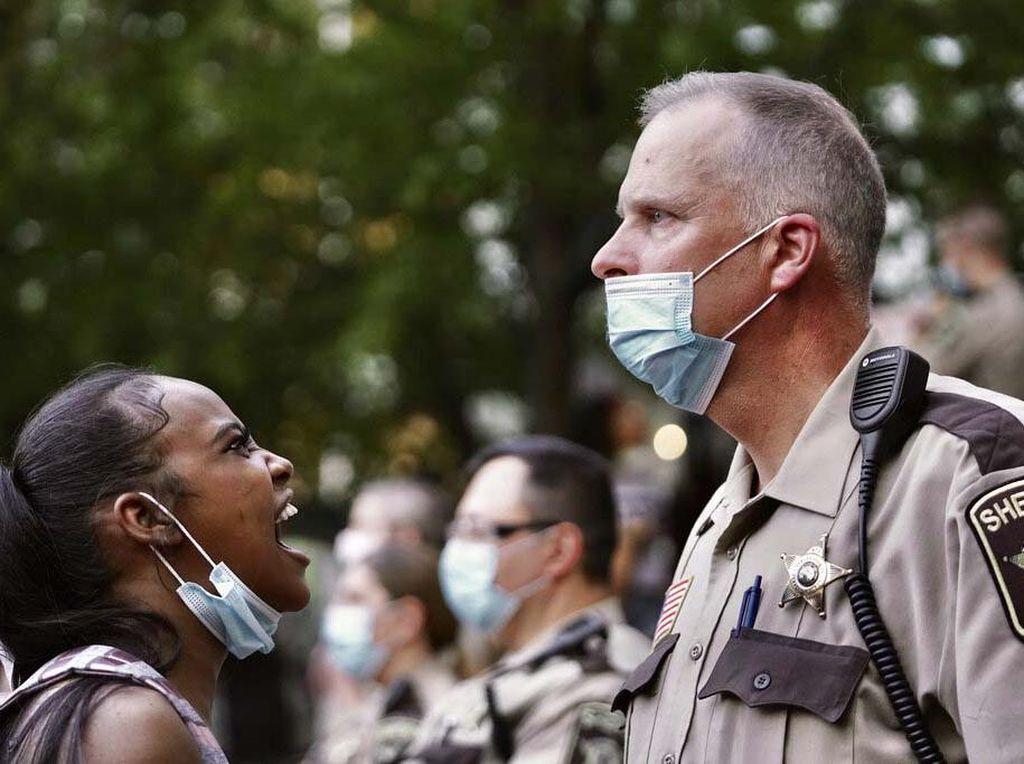 Minneapolis Kini Larang Teknik Mengunci Leher yang Tewaskan George Floyd