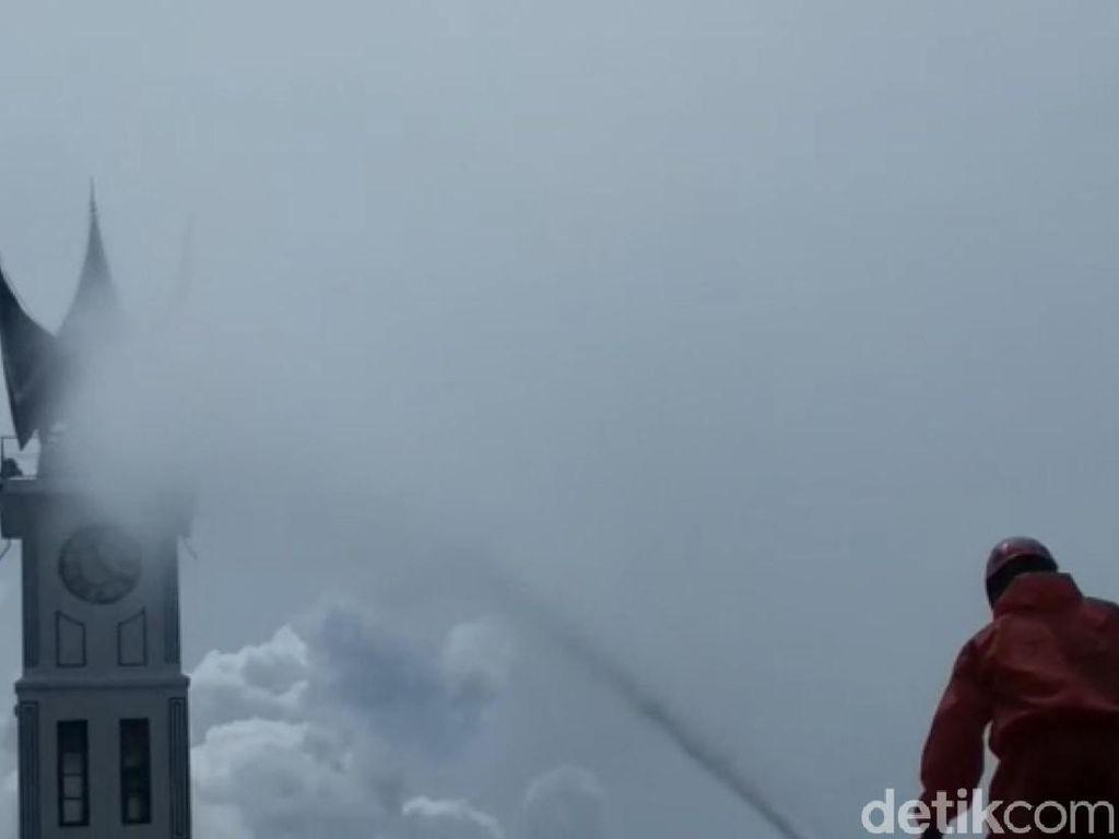 Bukittinggi Ancang-ancang Buka Wisata, Jam Gadang Didisinfektan
