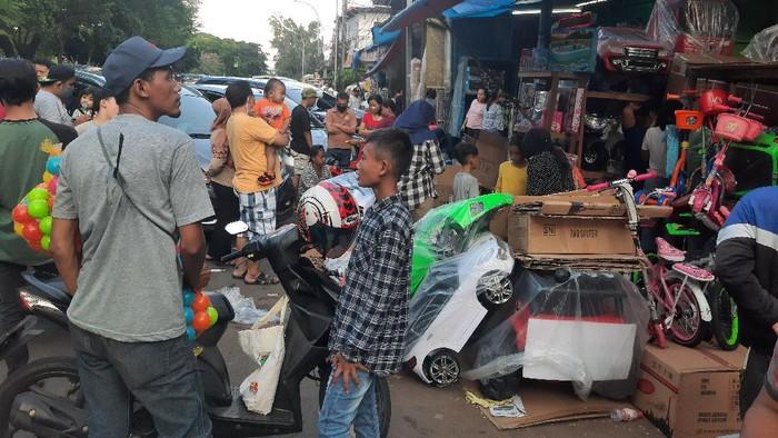 Pasar Gembrong Jaktim ramai meski PSBB