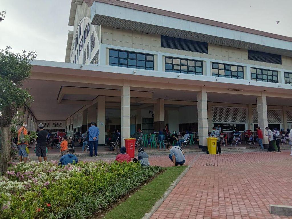 Mobil PCR Beroperasi di Surabaya Swab Ratusan Warga yang Reaktif