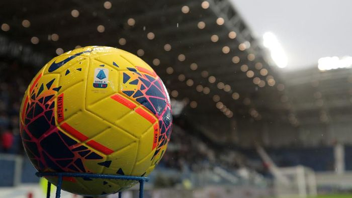 BERGAMO, ITALY - NOVEMBER 03:  The Nike official match ball is seen prior to the Serie A match between Atalanta BC and Cagliari Calcio at Gewiss Stadium on November 3, 2019 in Bergamo, Italy.  (Photo by Emilio Andreoli/Getty Images)