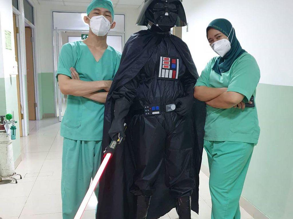 Viral Gara-gara APD Superhero, Dokter di Bogor Ini Jadi Banyak Fans