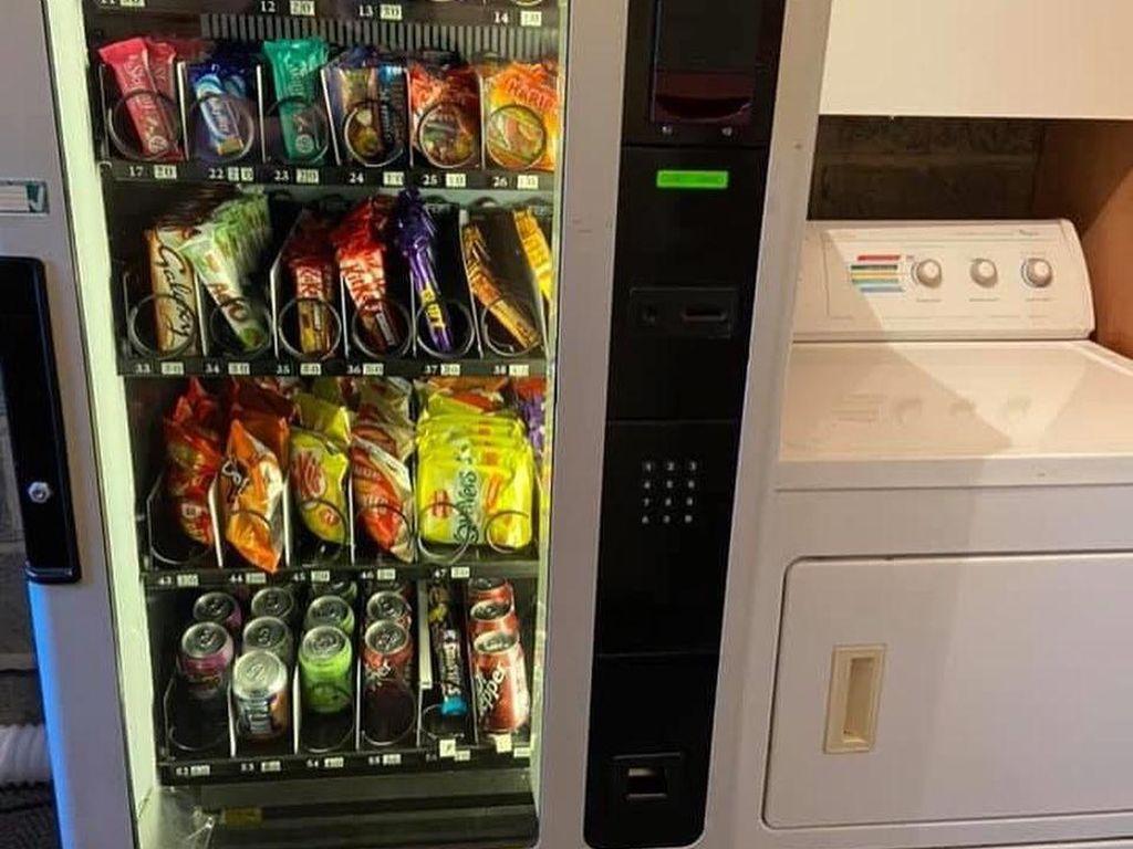Niat! Ibu Ini Pasang Vending Machine Camilan di Rumah untuk 5 Anaknya
